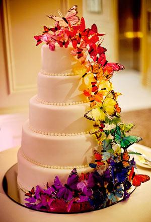 mladenačka torta sa šarenim leptirima