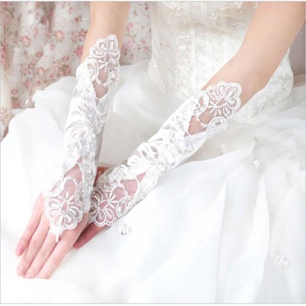 rukavice u kombinaciji cipke i satena