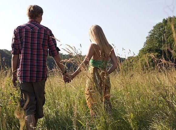 par se drzi za ruku (by visualphotos.com)