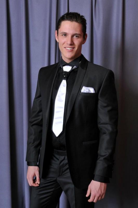 kombinacija crno odelo i bela kravata Butik ZiD2