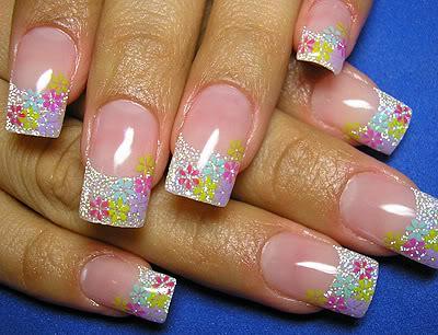 nail art sa cvetnim dizajnom
