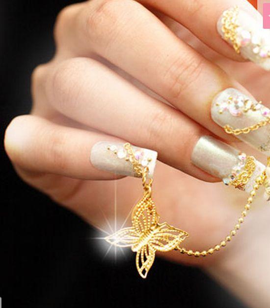 nail art sa leptir lančićem