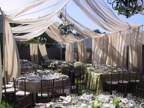 vencanje na otvorenom u dvoristu
