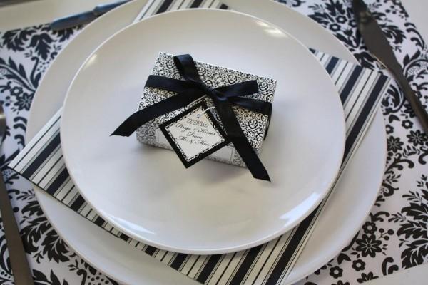 crno bela dekoracija za sto