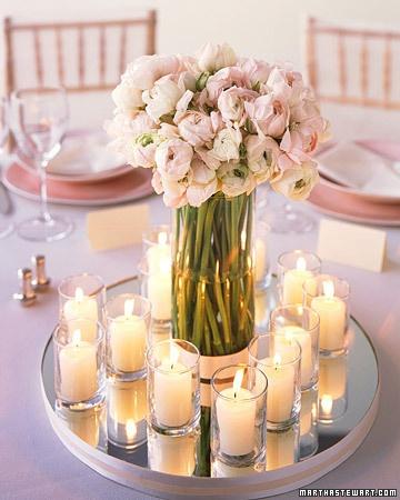 dekoracija svećama i cvećem