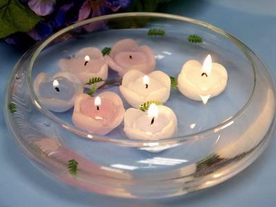 plivajuće svećice kao dekoracija