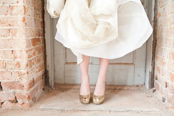 cipele u zlatnoj boji