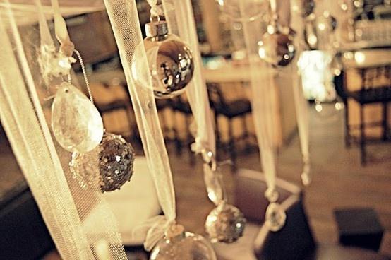 dekoracija restorana za novogodišnje venčanje