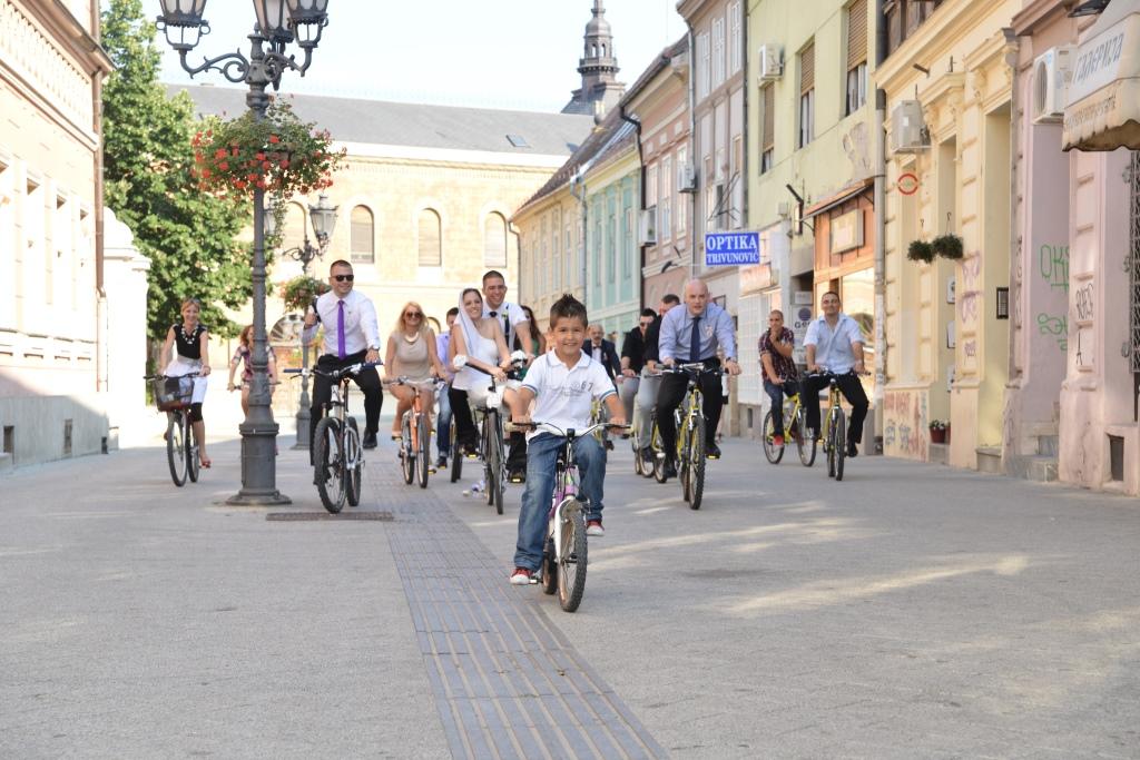 neobično venčanje na biciklovima