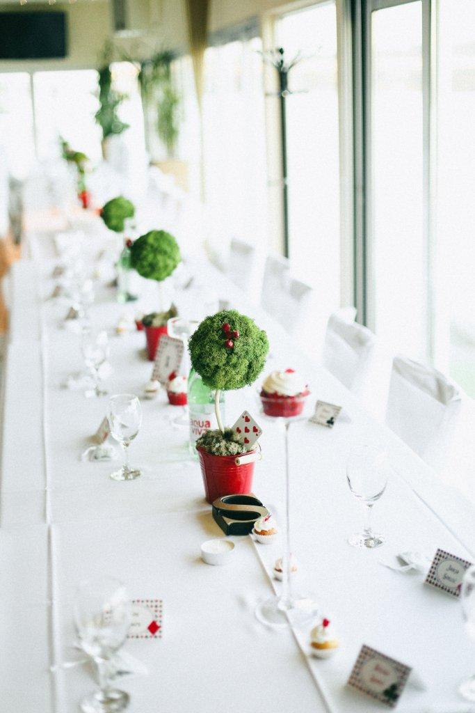 dekoracija stola na venčanju