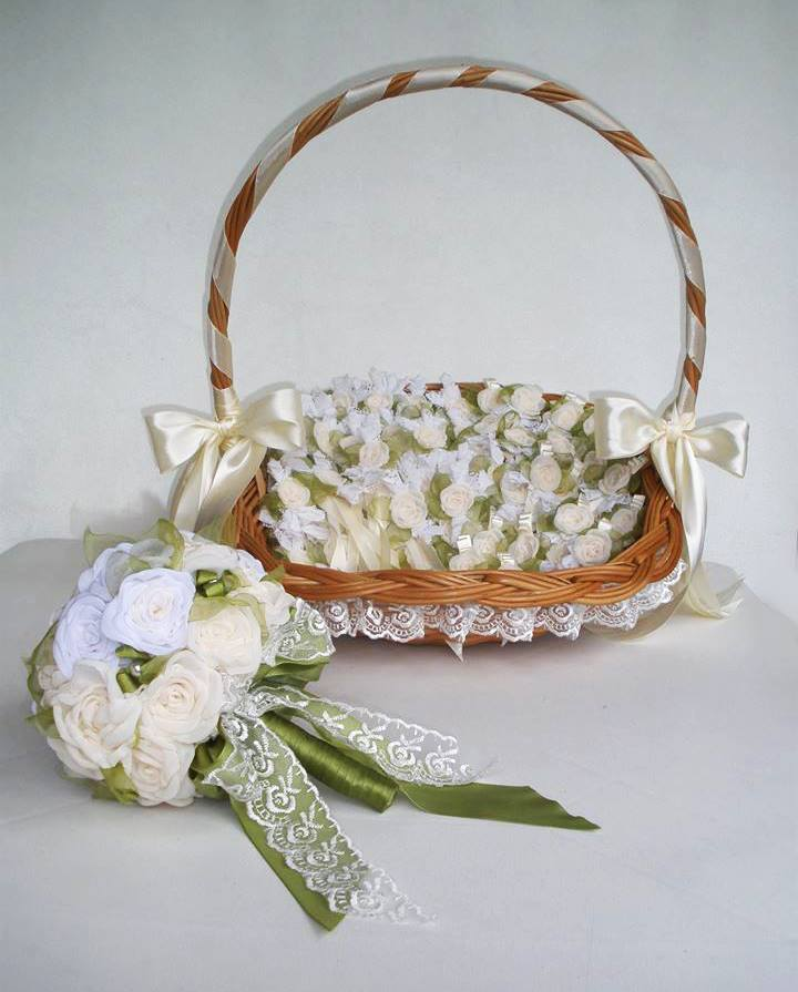 mladin-bidermajer-i-cvetići-za-kićenje-svatova