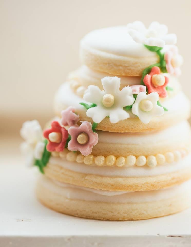 minijaturna-svadbena-tortica