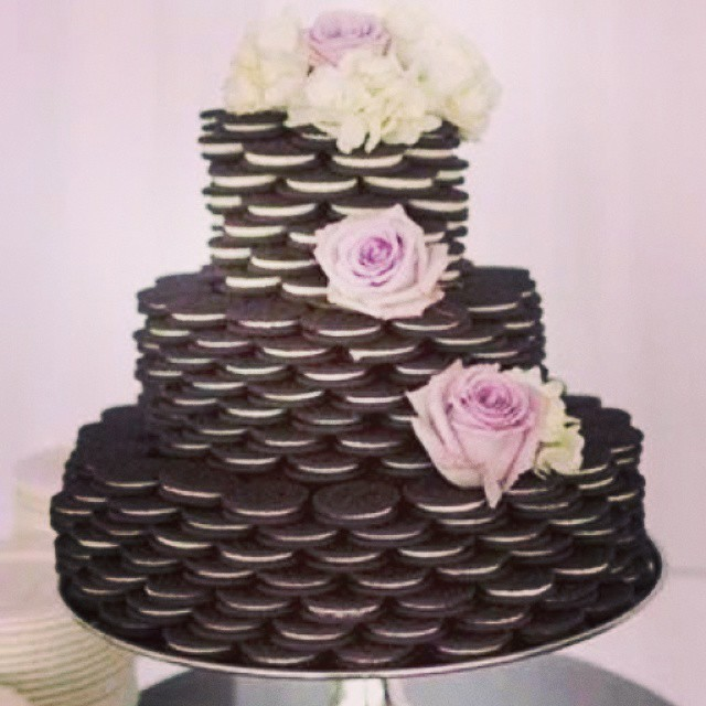 Creative wedding cake idea! #weddingcake #wedding #svadba #mladenackatorta #torta #vencanje